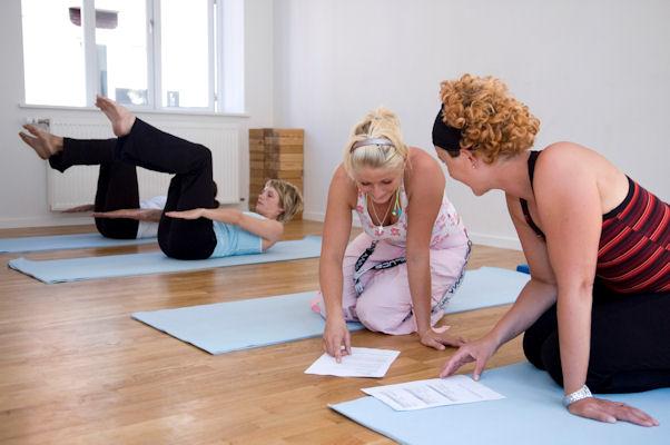 Bliv pilates-instruktør - og få VERDENS BEDSTE BI-JOB